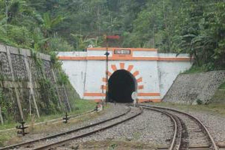Terowongan kereta Lampegan di Desa Cibokor, Cianjur, Jawa Barat.