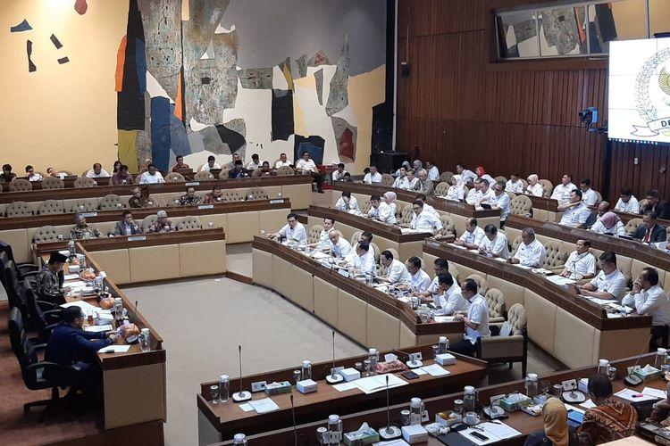 Komisi II DPR rapat dengan Mendagri Tito Karnavian di Kompleks Parlemen, Senayan, Jakarta, Rabu (26/2/2020).