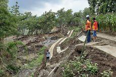 Jalan Penghubung 2 Kecamatan di Kendal Longsor, Warga Memutar Sejauh 25 Km