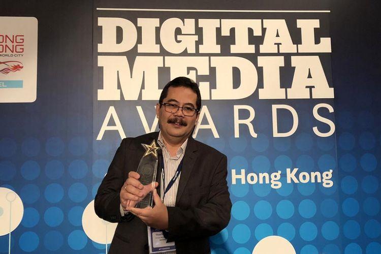 Harian Kompas menerima penghargaan Asian Digital Media Awards 2018 di Hong Kong, Kamis (8/11/2018). Harian Kompas juga menerima penghargaan emas untuk Kompas.id kategori Reader Revenue Initative yang diterima oleh General Marketing Manager Harian Kompas Titus Kitot.