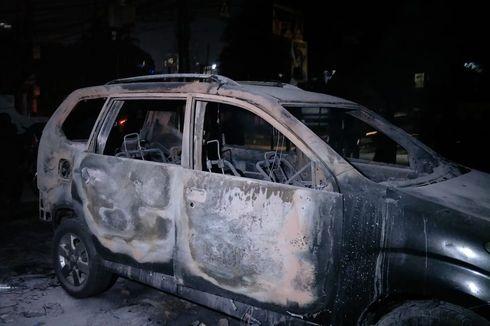 Polisi Tangkap 14 Orang Diduga Pembakar Mobil di Depan Polsek Tanah Abang