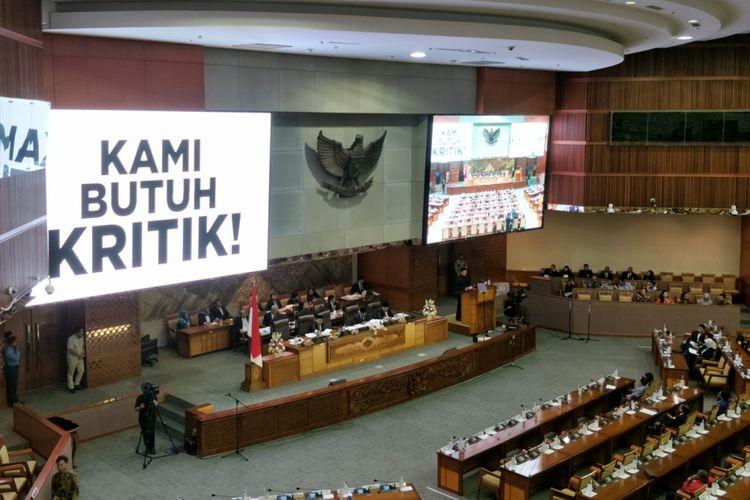 Ketua DPR Bambang Soesatyo saat membacakan pidato penutup Rapat Paripurna berjudul Kami Butuh Kritik di Gedung Nusantara II, Kompleks Parlemen, Senayan, Jakarta, Rabu (14/2/2018).