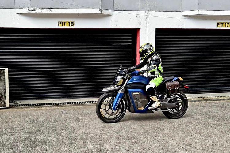 Test ride motor listrik Anubis Cruisercross