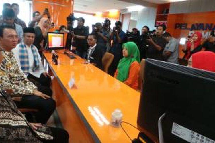 Gubernur DKI Jakarta Basuki Tjahaja Purnama marah-marah di kantor Badan Pelayanan Terpadu Satu Pintu (BPTSP) DKI, di Lantai 18, Balaikota, Jumat (2/1/2015).