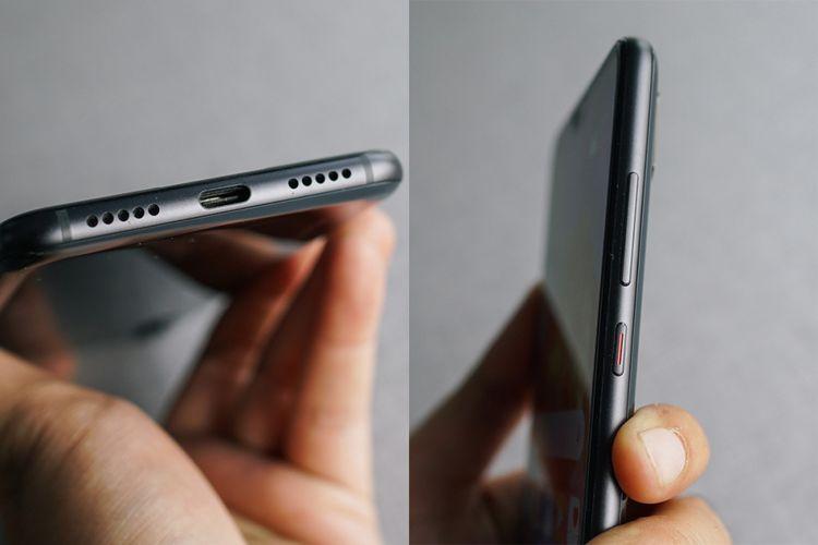 Huawei P20 Pro hanya memiliki sebuah port USB type-C yang diletakkan di antara grill speaker di bagian bawah (foto kiri). Apabila ingin menancapkan jack audio 3,5mm, pengguna harus memakai dongle USB type C ke audio 3,5mm yang disertakan dalam paket penjualan. Sisi kanan perangkat memuat tombol pengatur volume dn tombol daya yang ditandai garis berwarna merah.