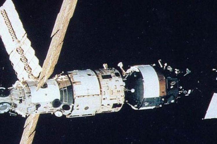 Ilustrasi satelit Palapa