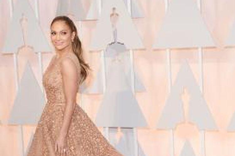Jennifer Lopez menghadiri Academy Awards ke-87 di Hollywood & Highland Center, Hollywood, California (AS), Minggu (22/2/2015) waktu setempat.