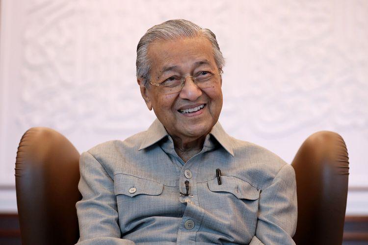 Mahathir Mohammad saat wawancara dengan Reuters di Kuala Lumpur, Malaysia, 13 Maret 2020.