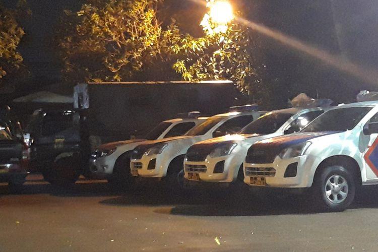 Tiga unit mobil patroli baru sudah terparkir di halaman Polsek Ciracas, Jakarta Timur, Jumat (14/12/2018)