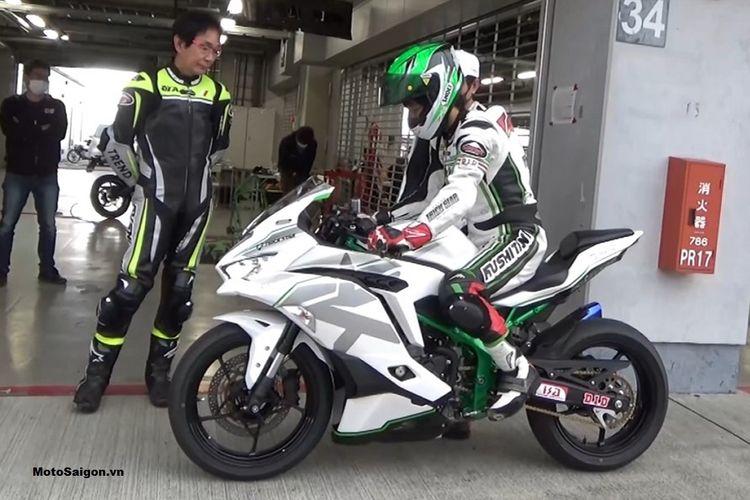 Kawasaki Ninja ZX-25R Trick Star Racing Team