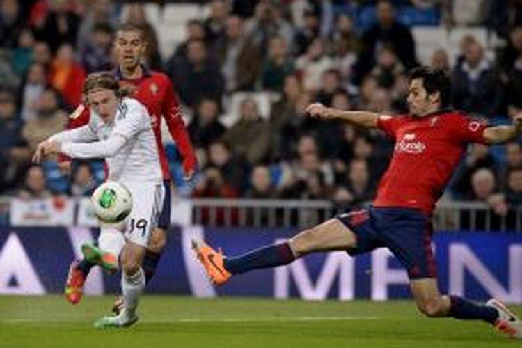 Penampilan gelandang Real Madrid, Luka Modric, dalam pertandingan leg pertama 16 besar Copa del Rey melawan Osasuna di Santiago Bernabeu, Kamis atau Jumat (10/1/2014).