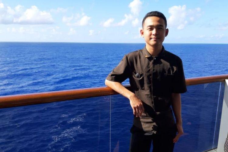 Sonata Khrisna Deva, WNI Jawa Barat salah satu dari ribuan anak buah kapal pesiar yang 2 bulan terjebak di laut, karena kapalnya selalu ditolak merapat oleh banyak negara.