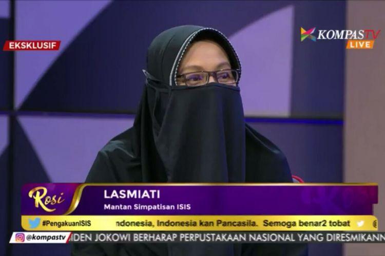 Lasmiati (40) salah satu dari 18 mantan simpatisan kelompok teroris Negara Islam Irak-Suriah atau ISIS yang kembali dari Suriah ke Tanah Air pada pertengahan Agustus 2017 lalu.