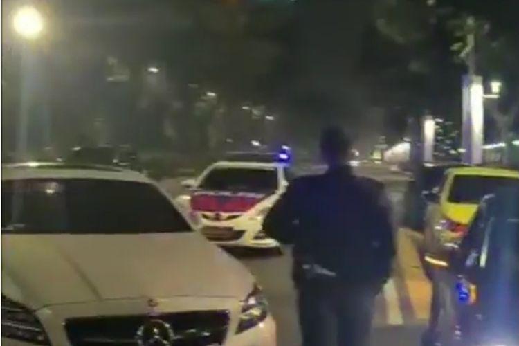Tangkapan layar akun @tmcpoldametro tujuh buah mobil mewah yang melakukan balap liar terjaring patroli polisi di Senayan, Jakarta Pusat, pada Sabtu (10/7/2021) dini hari.