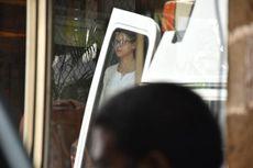 Mertuanya Meninggal, Kajol Menangis di Pelukan Aishwarya Rai