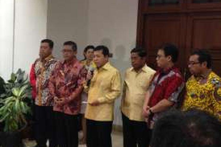 Ketua Umum Partai Golkar Setya Novanto usai bertemu Ketua Umum PDI Perjuangan Megawati Soekarnoputri di kediaman Megawati, Mingu (20/11/2016).