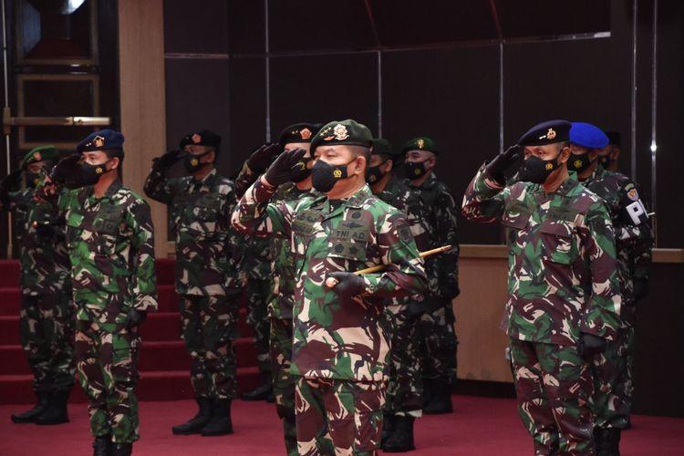 Pangkostrad Letjen TNI Dudung Abdurachman naik pangkat.