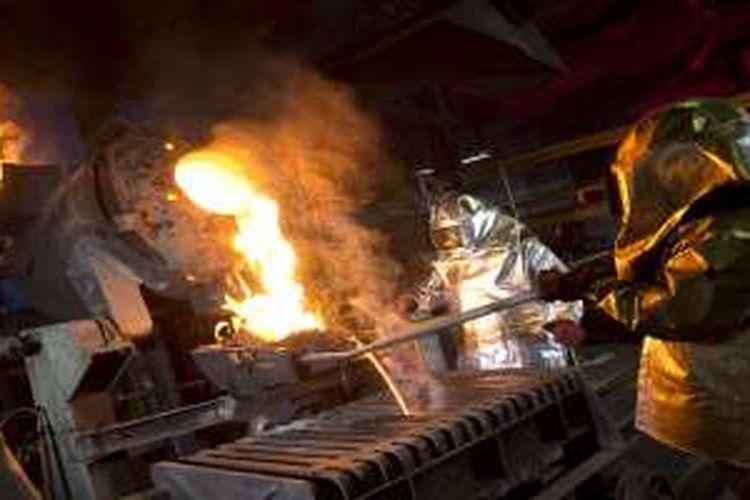 Aktivitas peleburan dan pemurnian emas ANTAM. Setelah tembus 2.1 ton penjualan emas di awal tahun, ANTAM yakin bisnis emas akan terus berkilau di tahun 2016.