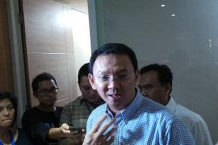 Gubernur DKI Jakarta Basuki Tjahaja Purnama seusai mengadakan rapat dengan pejabat satuan kerja perangkat daerah (SKPD), di ruang Sekda Lantai 4 Blok G, Balai Kota, Minggu (22/3/2015).
