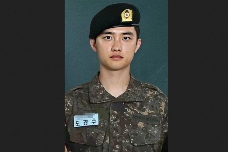 D.O atau Do Kyungsoo, salah satu member EXO yang sedang menjalani wajib militer atau wamil.