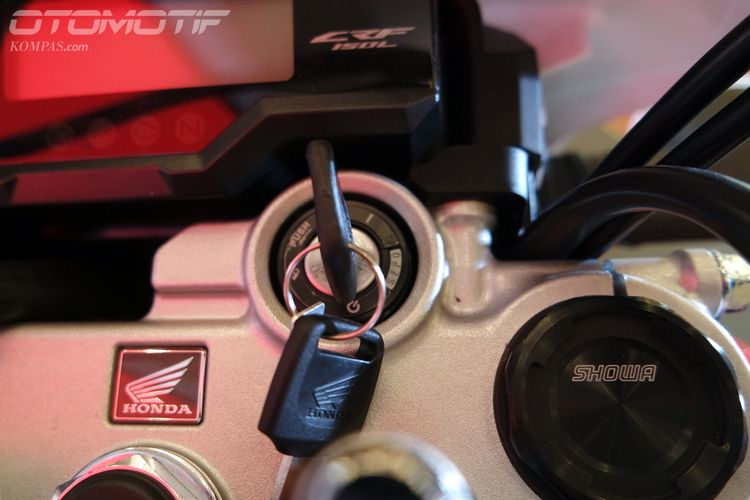 Honda CRF150L. Sayangnya kunci terlalu sederhana.