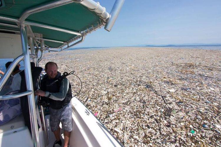 Tumpukan sampah yang ditemukan tengah mengambang di perairan lepas pantai Karibia.