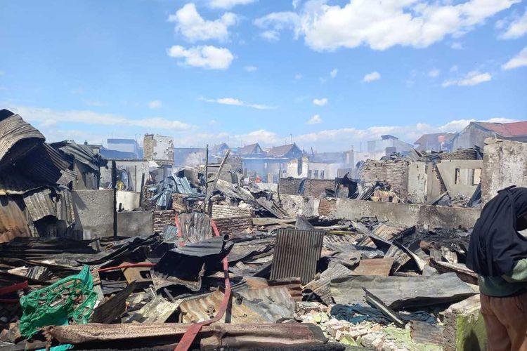 Sebanyak 95 rumah warga di pemukiman padat penduduk di Jl Kompleks Lepping, Kelurahan Jongaya, Kecamatan Tamalate, Kota Makassar hangus terbakar, Rabu (11/8/2021) siang.