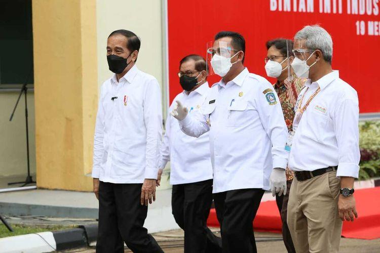 Gubernur Provinsi Kepulauan Riau (Kepri) Ansar Ahmad kembali mengeluarkan Surat Edaran (SE ) Nomor : 469/SET-STC19/V/2021 tentang Ketentuan Perjalanan Orang Dalam Negeri dan Internasional dengan menggunakan tranportasi umum dalam rangka pencegahan penyebaran covid-19 di Kepri.