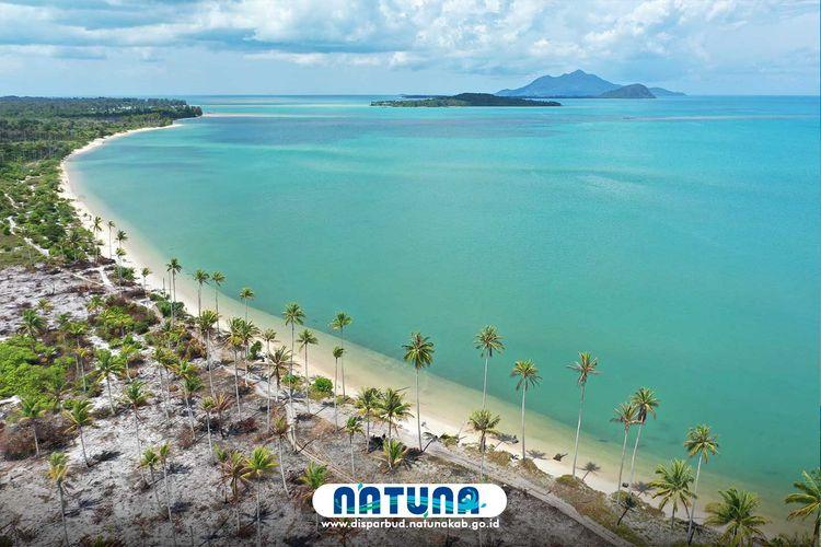 Pantai Pasir Panjang di Natuna.