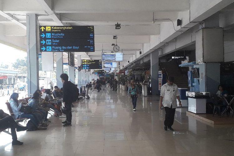 Suasana lobi Bandara Halim Perdanakusuma pada H-5 Lebaran, Jumat (31/5/2019).