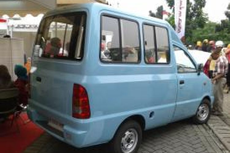 Mobil Tawon yang dipamerkan di stan Tawon Mobil Industri dalam penyelenggaraaan UMKM Expo dan Pekan Koperasi 2013 di Lapangan IRTI Monas, Jakarta, Kamis (18/72013)