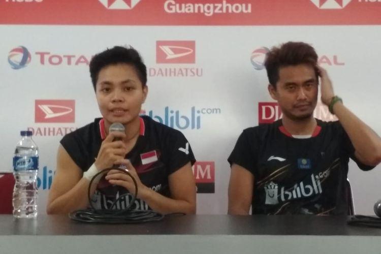 Ganda campuran Indonesia, Tontowi Ahmad/Apriyani Rahayu dalam saat menghadiri konfrensi pers seusai bertanding di Indonesia Masters 2020 di Istora Senayan, Selaa 14 Januari 2020.
