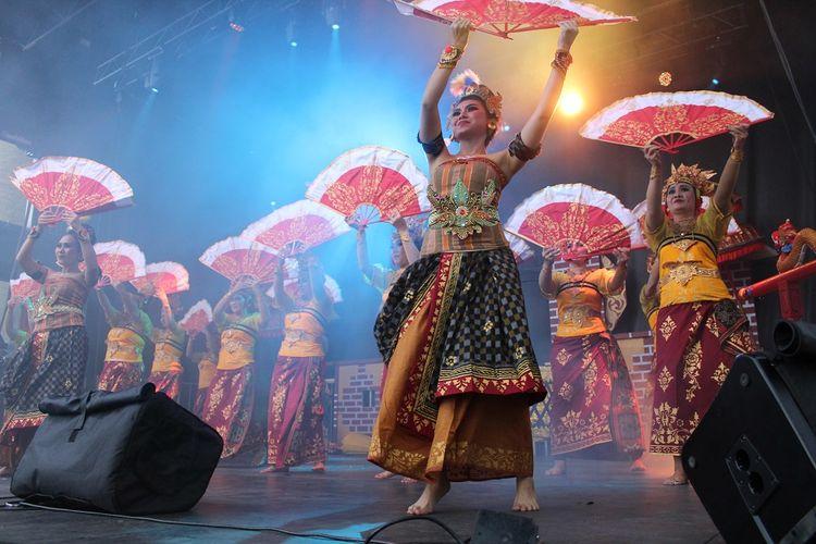 Keanekaragaman budaya Indonesia kembali mewarnai Kanada melalui penyelenggaraan Indonesian Festival 2019 di Canadian Museum of History, 14 September 2019.