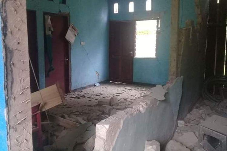 Badan Nasional Penanggulangan Bencana (BNPB) mencatat, 33 rumah warga rusak berat pasca-gempa bermagnitudo 6,3 mengguncang Kabupaten Sarmi, Papua, Kamis (20/6/2019) sekitar pukul 00.24 WIB.