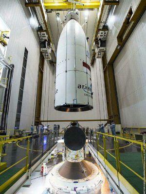 Satelit Telecom 3S merupakan integrasi yang wajar dengan kendaraan peluncur yang dipasang di Pusat Luar Angkasa Guyana, selama perakitan terakhir penarikan Gaur di Prancis-Guyana minggu lalu.