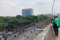 Unjuk Rasa Tolak UU Cipta Kerja di Bekasi, Massa Buruh Tutup Jalan Ahmad Yani