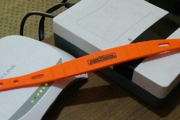 Gelang RFID yang wajib digunakan pendaki Gunung Merbabu.