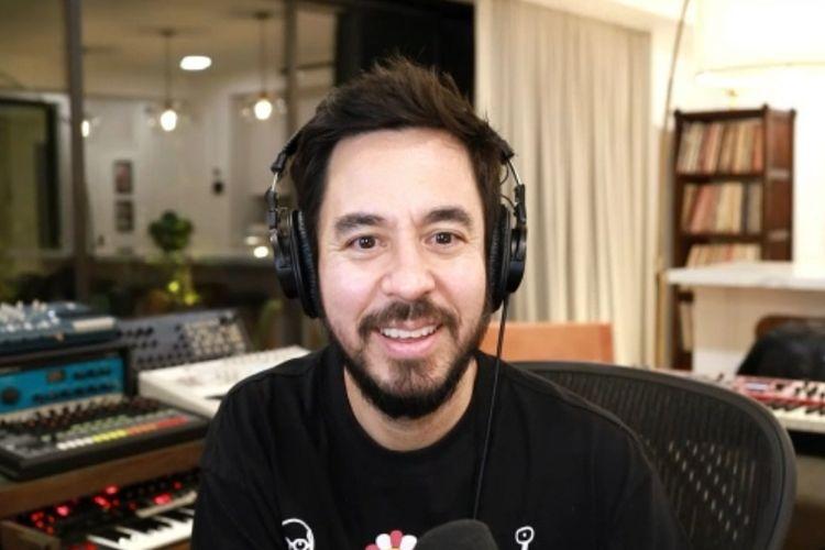 Tangkapan layar Mike Shinoda di virtual press confferennce Happy Endings, Jumat (12/3/2021).