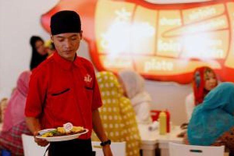 Suasana Holycow Steakhouse by Chef Afit di kawasan Bintaro, Tangerang, Banten, Rabu (19/2/2014).