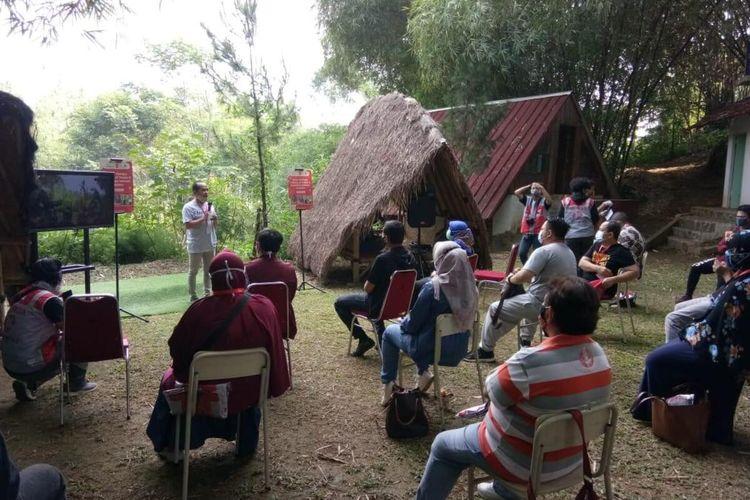 Para relawan dari Temanco sedang berkumpul, Senin (28/9/2020). Temanco adalah komunitas yang beranggotakan para penyintas Covid-19 di Kota Bogor yang telah sembuh.
