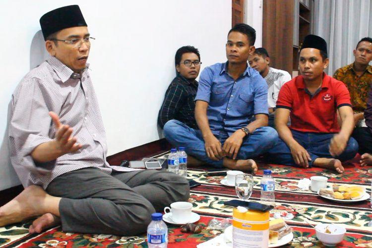 Gubernur NTB Muhammad Zainul Majdi atau Tuan Guru Bajang (TGB) memberikan klarifikasi terkait pemeriksaannya oleh KPK. TGB bicara kepada wartawan di Pendopo Gubernur, Minggu malam (27/5/2018).