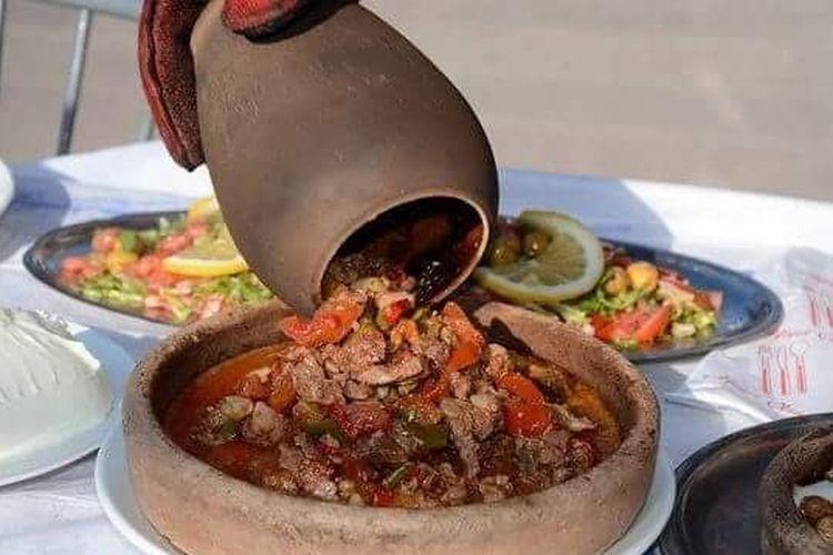 Kebab tembikar khas Kapadokya, Turki.