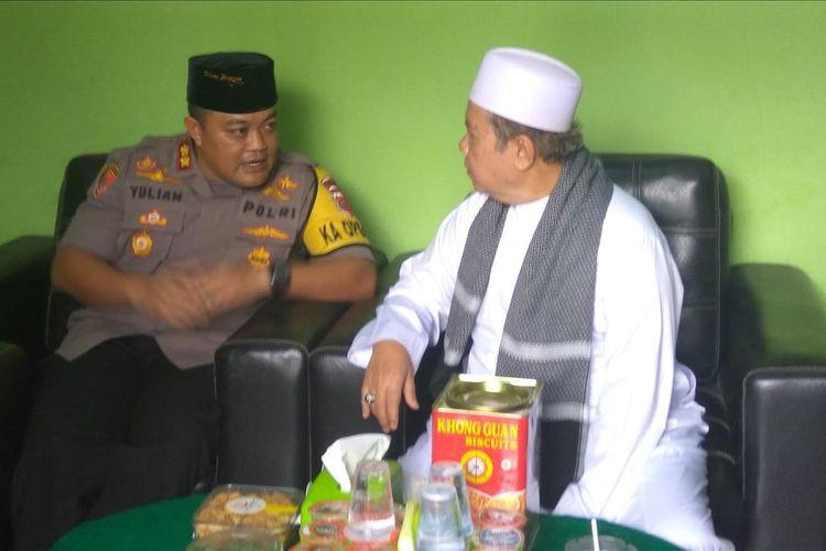 Kapolres Banjar, AKBP Yulian Perdana saat silaturahmi dengan Ketua MUI Kota Banjar, Muhktar Gozali, Jumat (28/6/2019).