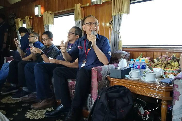 Ketua Satgas Waspada Investasi Otoritas Jasa Keuangan (OJK) Tongam Lumban Tobing saat berdiskusi dengan media, Sabtu (14/7/2018).