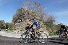 Ganasnya Tanjakan Kelimutu Membuat Para Pesepeda Jelajah Sepeda Flores Bertumbangan