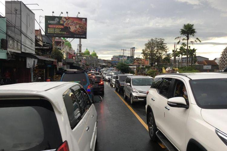 Suasana Puncak Bogor saat akhir pekan.
