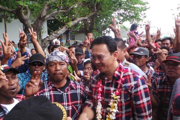 Calon gubernur DKI Jakarta Basuki Tjahaja Purnama atau Ahok saat blusukan ke Pulau Pramuka, Kepulauan Seribu, Senin (30/1/2017).