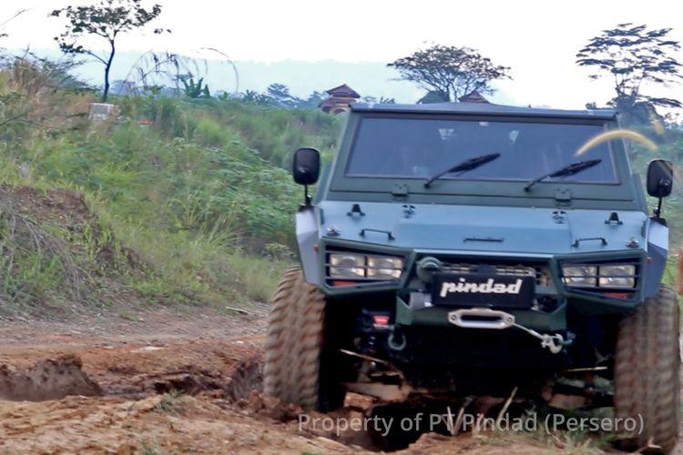 Prabowo test drive Rantis Maung garapan Pindad