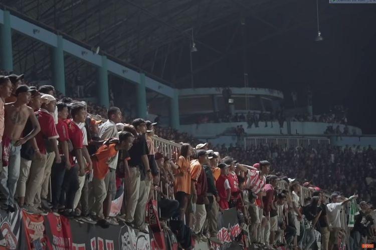 Kanal YouTube Copa90 merilis video dokumenter keempatnya mengenai sepak bola Indonesia yang menyoroti Persija Jakarta dan fans mereka para Jakmania.