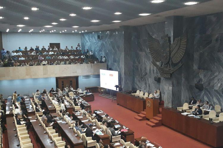 Rapat gabungan pemerintah dan DPR terkait tenaga honorer K-2 di Gedung DPR MPR RI, Senin (4/6/2018).